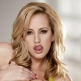 Brett Rossi, blonde seksbom gaat naakt