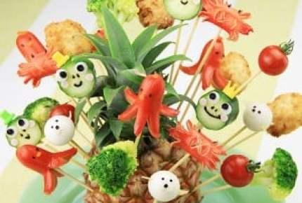 【子どもが喜ぶレシピ】愉快な仲間たちの串パーティー~夏が来た!南国風パイナップルバスケット~
