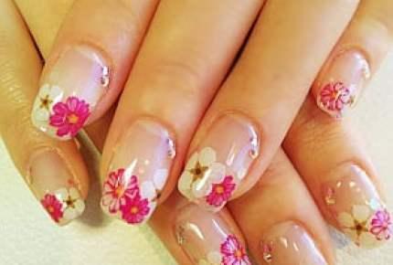 春が待ちきれない。そろそろ恋しくなる花柄(フラワー)ネイルで華やかな手元に!