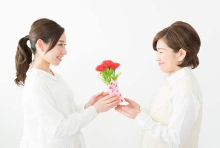 【本音炸裂】もうすぐ母の日!『義母』と『実母』のプレゼント、差はある?ない?