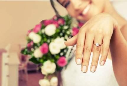 「結婚指輪は左指」その由来と各指の意味まとめ