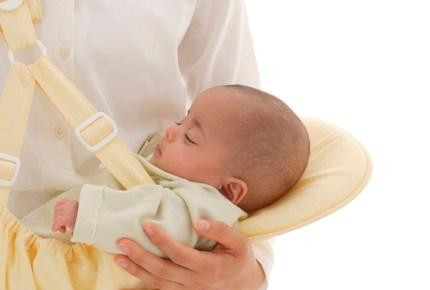 抱っこ紐でギャン泣きする息子…原因は?医師に相談したところ