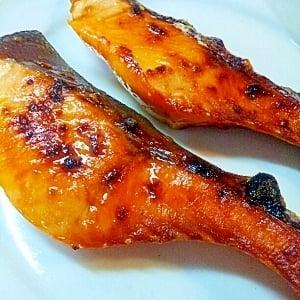 新定番?!海外で大人気の「サーモンの生姜焼き」でごはんが進む!