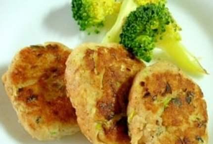 子供が喜ぶ!鮭やサーモンの「ハンバーグ」が食べやすくて美味しい