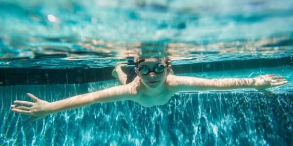 水がない場所でも溺死する?子どもの「乾性溺水」の危険性と予防対策