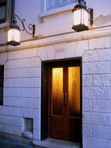 entrance to harry's bar in Venice