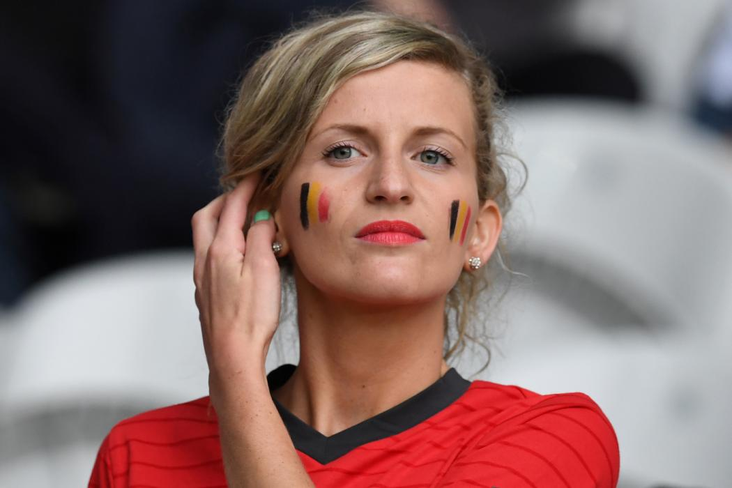 A Belgium supporter poses ahead the Euro 2016 quarter-final football match between Wales and Belgium at the Pierre-Mauroy stadium in Villeneuve-d'Ascq near Lille, on July 1, 2016. / AFP PHOTO / PAUL ELLIS