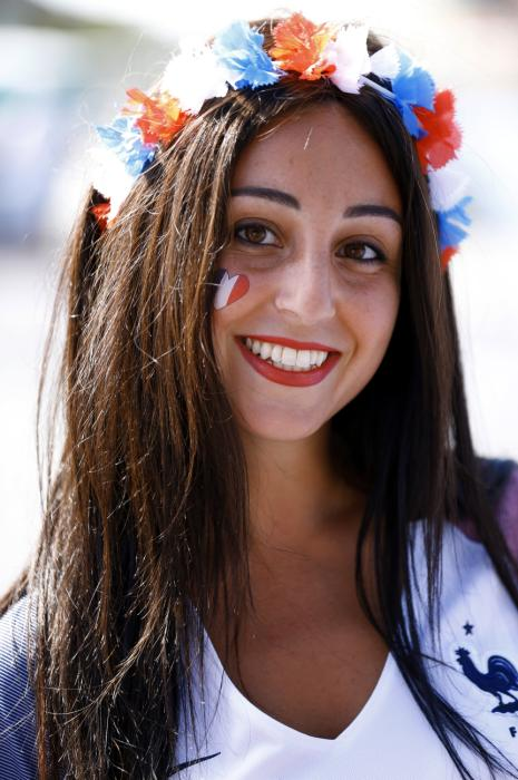 A France supporter poses as she arrives at the Stade de France in Saint-Denis prior to the Euro 2016 football tournament final match between Portugal and France, on July 10, 2016. / AFP PHOTO / MATTHIEU ALEXANDRE