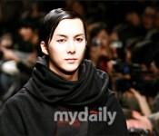 Kim Hyung Joon walks for Song Zio at fashion week