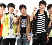 SHINee Backhands Super Junior