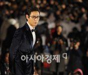 A bajillion celebs at the 47th Daejong Awards, Jay's hair is soft like eyebrow hair