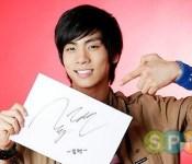 SHINee's Jonghyun Goes on Manhwa Tweeting Rampage