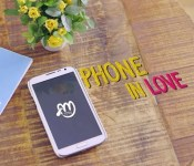 """Almeng's 21st Century Courtship in """"Phone in Love"""""""