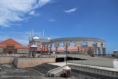 pilar masjid agung