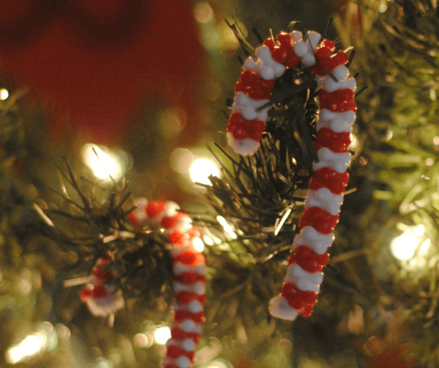 Holiday Toddler Crafts: Candy Canes