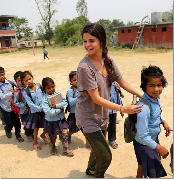 Selena Gomez in Nepal (photos)