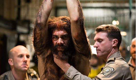 Em cena: o ator Tysan Townei interpreta Djukara, um hairy — criatura que convive entre as pessoas.