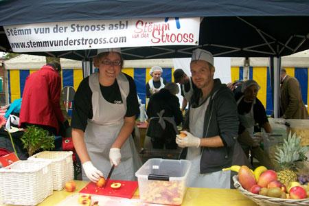 Volunteer with Stemm vun der Stroos