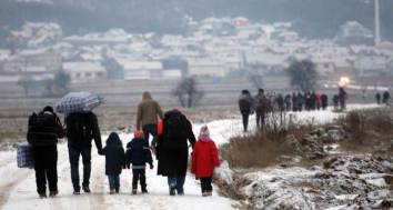 Migrants arrive to Serbia in cold weather