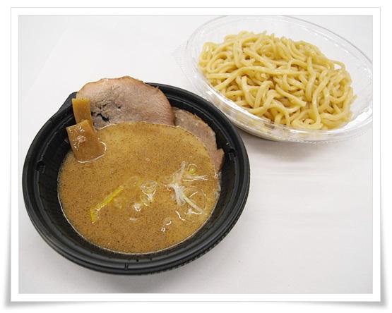 セブンイレブンのつけ麺まとめ!冷凍なのに生麺?値段やカロリーも中華蕎麦とみ田監修 濃厚豚骨魚介冷しつけ麺10