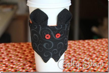 Free pattern: Halloween bat coffee sleeve