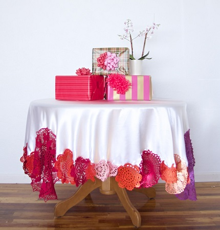 Tutorial: Dyed doily tablecloth