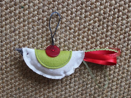 Tutorial: Fabric birdie ornaments