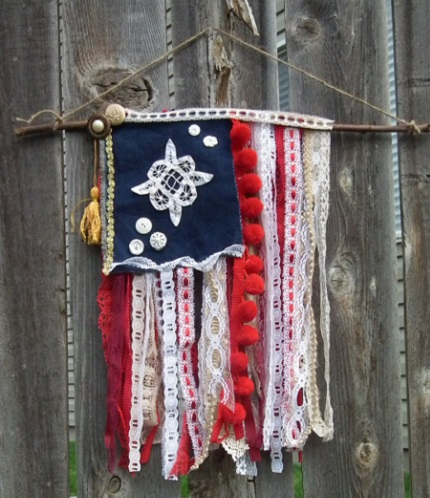 Tutorial: Old Glory lace and trim wall hanging