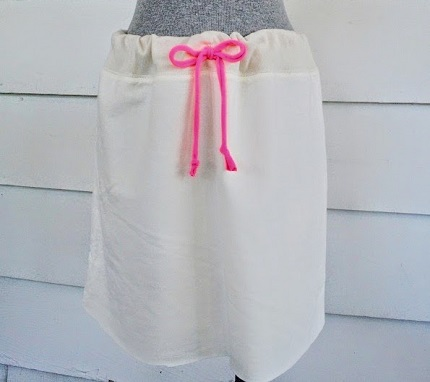 Tutorial: No-sew drawstring sweatshirt skirt