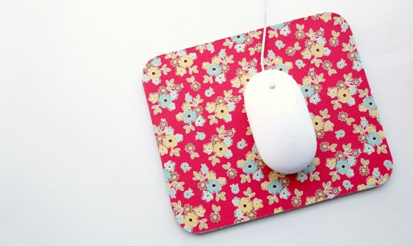 Tutorial: No-sew fabric covered mouse pad