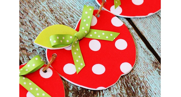Tutorial: No-sew fabric apple garland