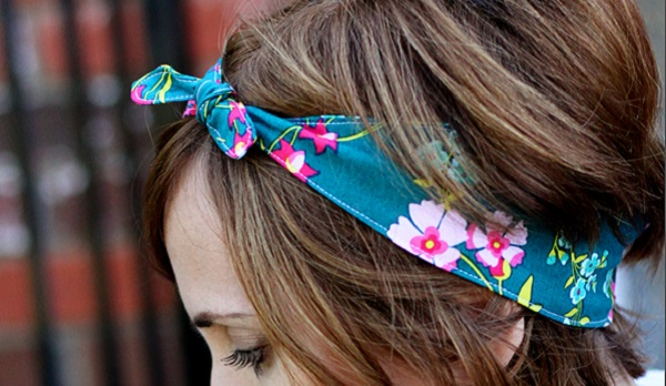 Free pattern: Knotted fabric headband, with elastic for a snug fit