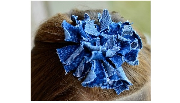 Tutorial: Raggedy denim flower hair accessory
