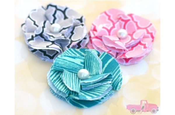 Tutorial: Simple folded fabric flowers