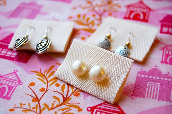 Tutorial: Ribbon tab earring organizers for your purse