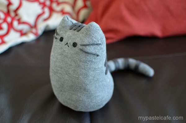 Tutorial: Pusheen cat sock softie