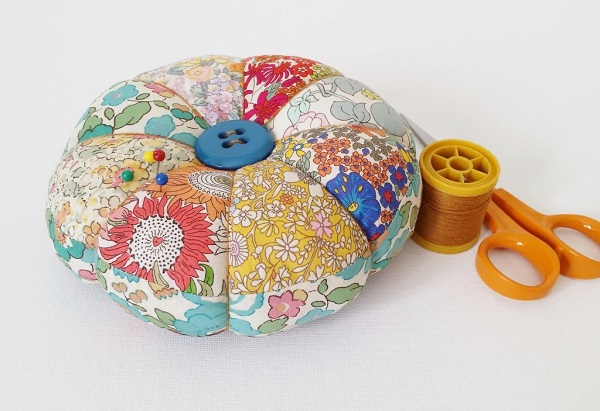Tutorial: Scrappy tufted pincushion
