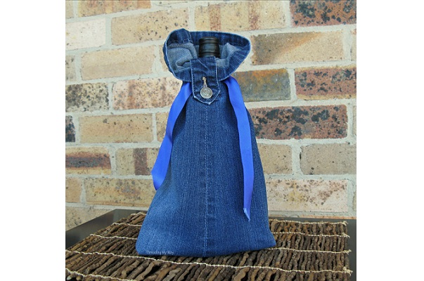 Tutorial: Recycled jeans wine bottle gift bag