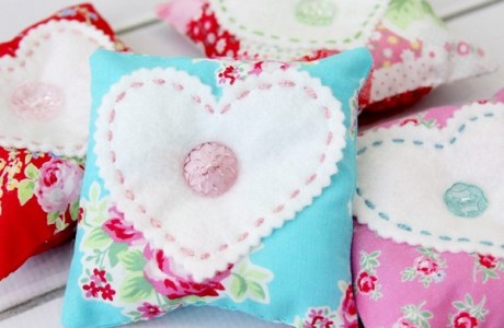 Tutorial: Button heart sachets
