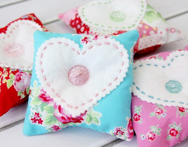 Tutorial: Button heart pincushions
