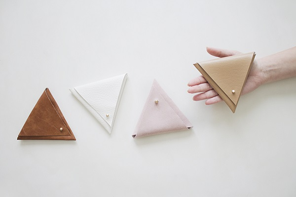 Free pattern: No-sew triangle leather pouches