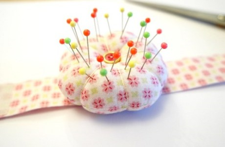 Tutorial: Make a wrist pincushion