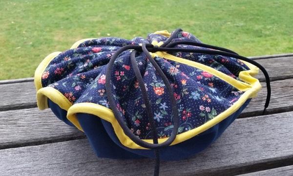 Free pattern: Round casserole carrier