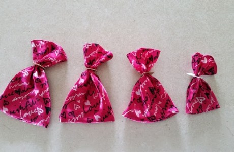 Tutorial: Super easy fabric gift sacks from your scraps