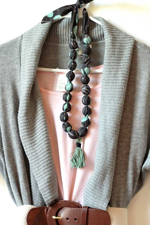 Tutorial: Fabric covered bead necklace