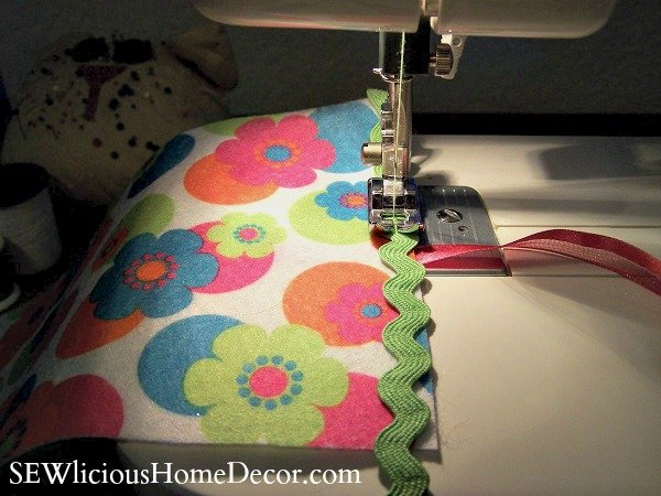 needle tutorial tie ends SEW Organized! Need le Little Love Sewing Needle Case + Giveaway