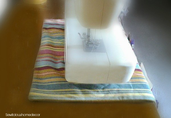sewing machine cover2 Easy Sewing Machine Organizer Tutorial