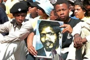 Ayanda Kota with Steve Biko pic