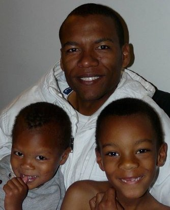 Macheo Payne w sons Elijah and Cameron by Jet Mag