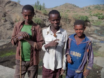 Ethiopia- boys on road Addis to Lalibela 0613 by Wanda